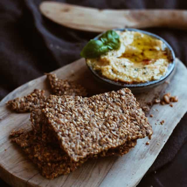 Saaten-Cracker mit Olivenöl & Chili